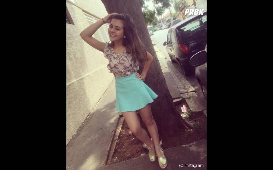 Klara Castanho fica ótima usando cintura alta