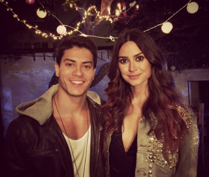 """Arthur Aguiar com a modelo e atriz Tayla Ayala, musa do clipe """"A Flor"""""""