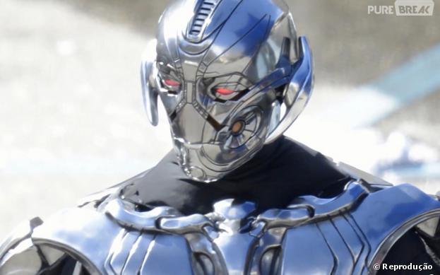 """Registro das filmagens de """"Os Vingadores 2"""" mostra pela primeira vez o visual do vilão do filme, Ultron, um robô com inteligência artificial, com voz de James Spader"""