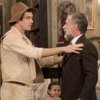 """Novela """"Êta Mundo Bom!"""": Candinho (Sergio Guizé) finalmente conhece o pai!"""