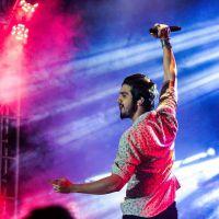 """Playlist: Luan Santana em """"Chuva de Arroz"""", """"Escreve Aí"""" e as 20 músicas mais românticas do cantor!"""