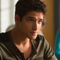"""Em """"Teen Wolf"""": na 6ª temporada, Scott (Tyler Posey) comemora formatura na nova fase!"""