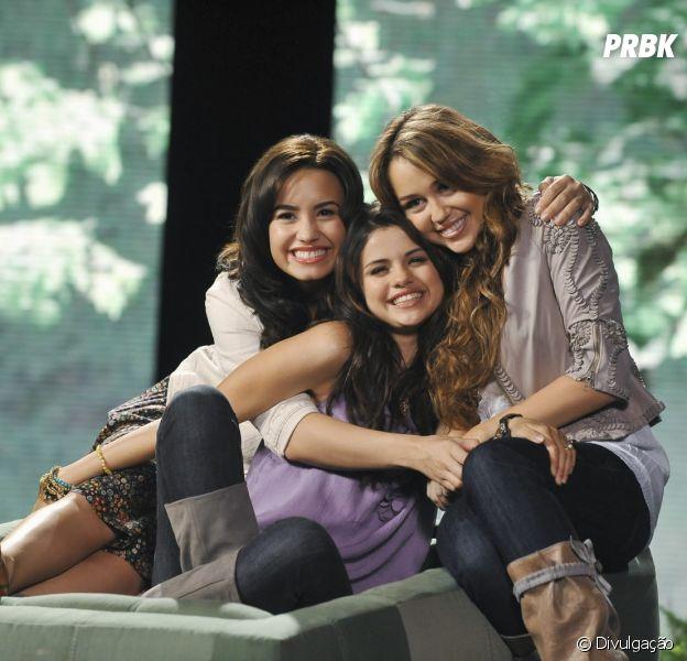 """Demi Lovato, Miley Cyrus e Selena Gomez poderiam estrelar """"Camp Rock - Reabilitação"""""""
