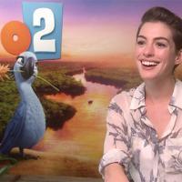 """Anne Hathaway brinca sobre experiência de dublar ararinha-azul em """"Rio 2"""""""