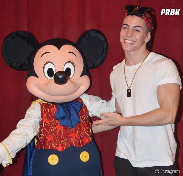 Biel nos Estados Unidos: cantor embarca com a família para Disney!