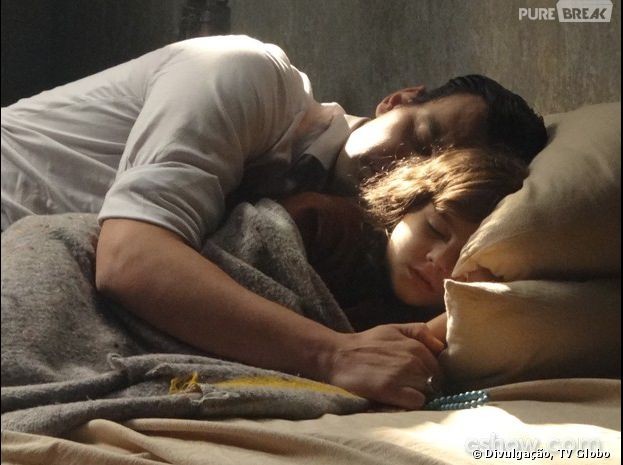 """Em """"Joia Rara"""", Manfred (Carmo Dalla Vecchia) insiste que Pérola (Mel Maia) é sua filha"""