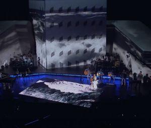 """Ivete Sangalo no clipe ao vivo da música """"Deixo"""", do CD/DVD """"Ao Vivo em Trancoso"""""""