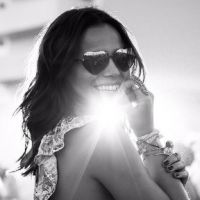 Bruna Marquezine exibe decote, posa sexy e arranca elogios dos fãs em foto no Instagram!