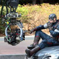 """Filmagens de """"Os Vingadores 2"""": dublês e batidas de carro em novas fotos"""