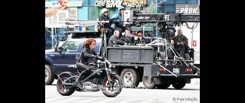 """Dublê de Scarlett Johansson grava cena de ação em """"Os Vingadores 2"""""""