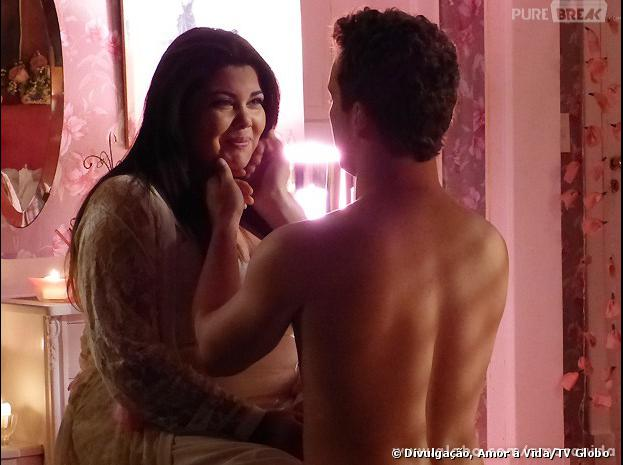 """Em """"Amor à Vida"""", Perséfone (Fabiana Karla) ficará ansiosa pela sua primeira vez!"""