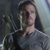 """Em """"Arrow"""": na 5ª temporada, Oliver (Stephen Amell) conta com ajuda de novos vigilantes em sinopse!"""
