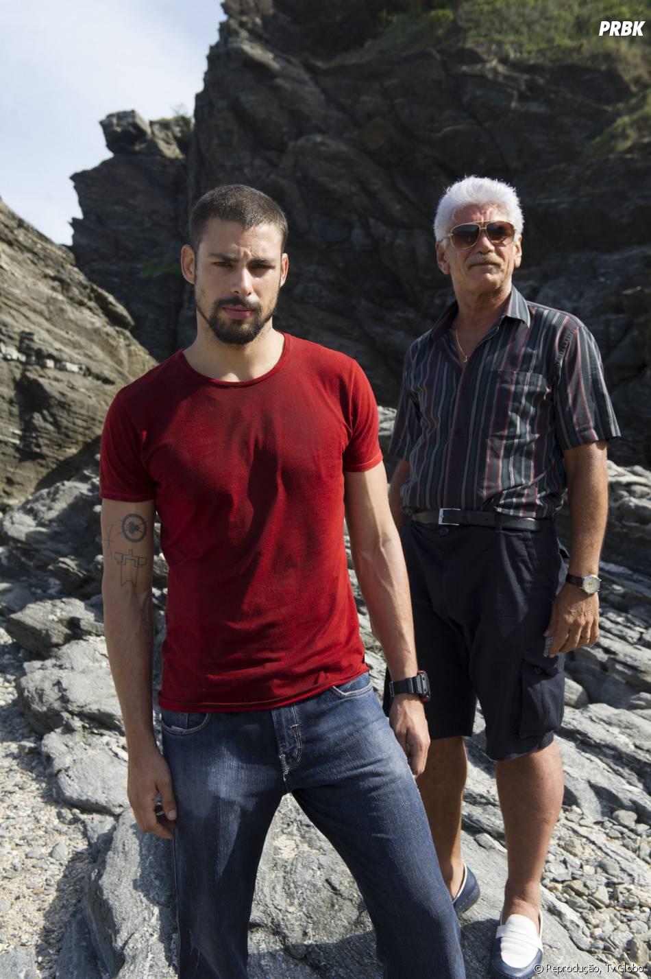 """André (Cauã Reymond) descobre envolvimento do pai com bandidos, na série """"O Caçador"""", da Globo"""