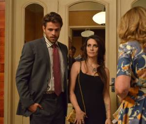 """Alexandre (Alejandro Claveaux) e Kátia (Cleo Pires) na série """"O Caçador"""", da Globo"""