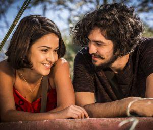 """Em """"Velho Chico"""": Olívia (Giullia Buscacio) ainda não quer ter uma noite de amor comMiguel (Gabriel Leone)"""