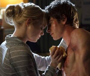 """Andrew Garfield e Emma Stone são namorados na vida real e no filme de super-herói """"O Espetacular Homem-Aranha"""""""