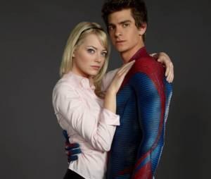 """O gato Andrew Garfield, disse que só quis agradar uma pessoa com o uniforme de Homem-Aranha: """"A Emma (Stone) aprovou!"""""""