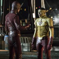 "Em ""The Flash"": na 3ª temporada, Barry (Grant Gustin) e Kid Flash unem forças em novas fotos!"