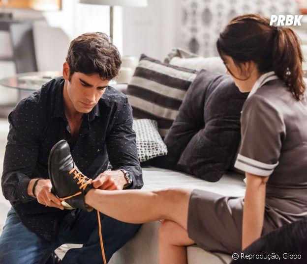 """Em """"Haja Coração"""", Felipe (Marcos Pitombo) conseguiu devolver o sapato de Shirlei (Sabrina Petraglia)"""