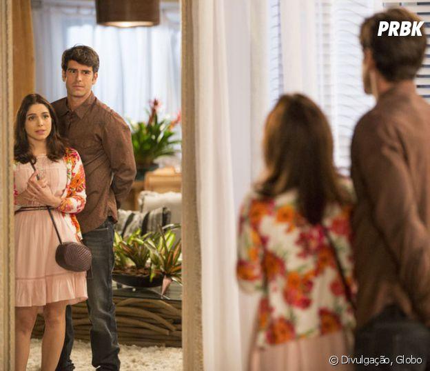 """Novela """"Haja Coração"""": Felipe (Marcos Pitombo) enche Shirlei (Sabrina Petraglia) de elogios!"""