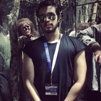 """Luan Santana em """"The Walking Dead""""? Cantor visita mega atração baseada na série em Orlando"""