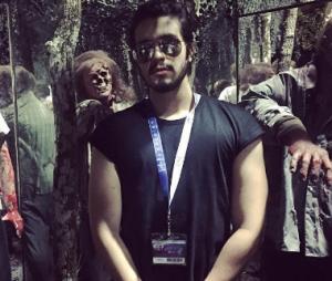"""Luan Santana visitou atração temática de """"The Walking Dead"""" no parque da Universal Studios, em Orlando"""