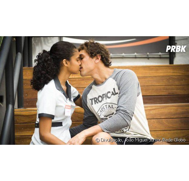 """Em """"Malhação"""", Joana (Aline Dias) e Gabriel (Felipe Roque) dão o primeiro beijo"""