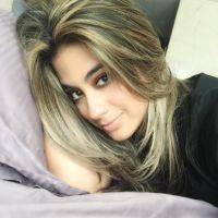 Ally Brooke, do Fifth Harmony, quase se machuca em tumulto com fãs no aeroporto do México!
