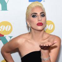 """Lady Gaga apresenta versão acústica de """"Perfect Illusion"""" em rádio. Vem ouvir!"""