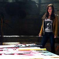 """Megan Fox aparece em nova imagem de """"As Tartarugas Ninja"""" ao lado das armas"""