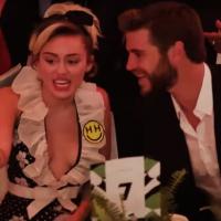 Miley Cyrus e Liam Hemsworth vão juntos a evento e fazem 1ª aparição pública em 3 anos!