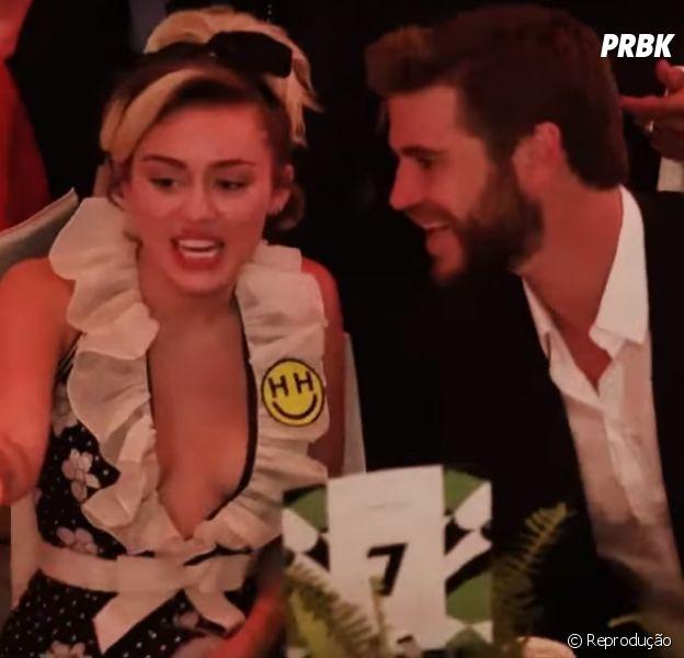 Miley Cyrus e Liam Hemsworth vão juntos ao evento Power of Women, da revista Variety