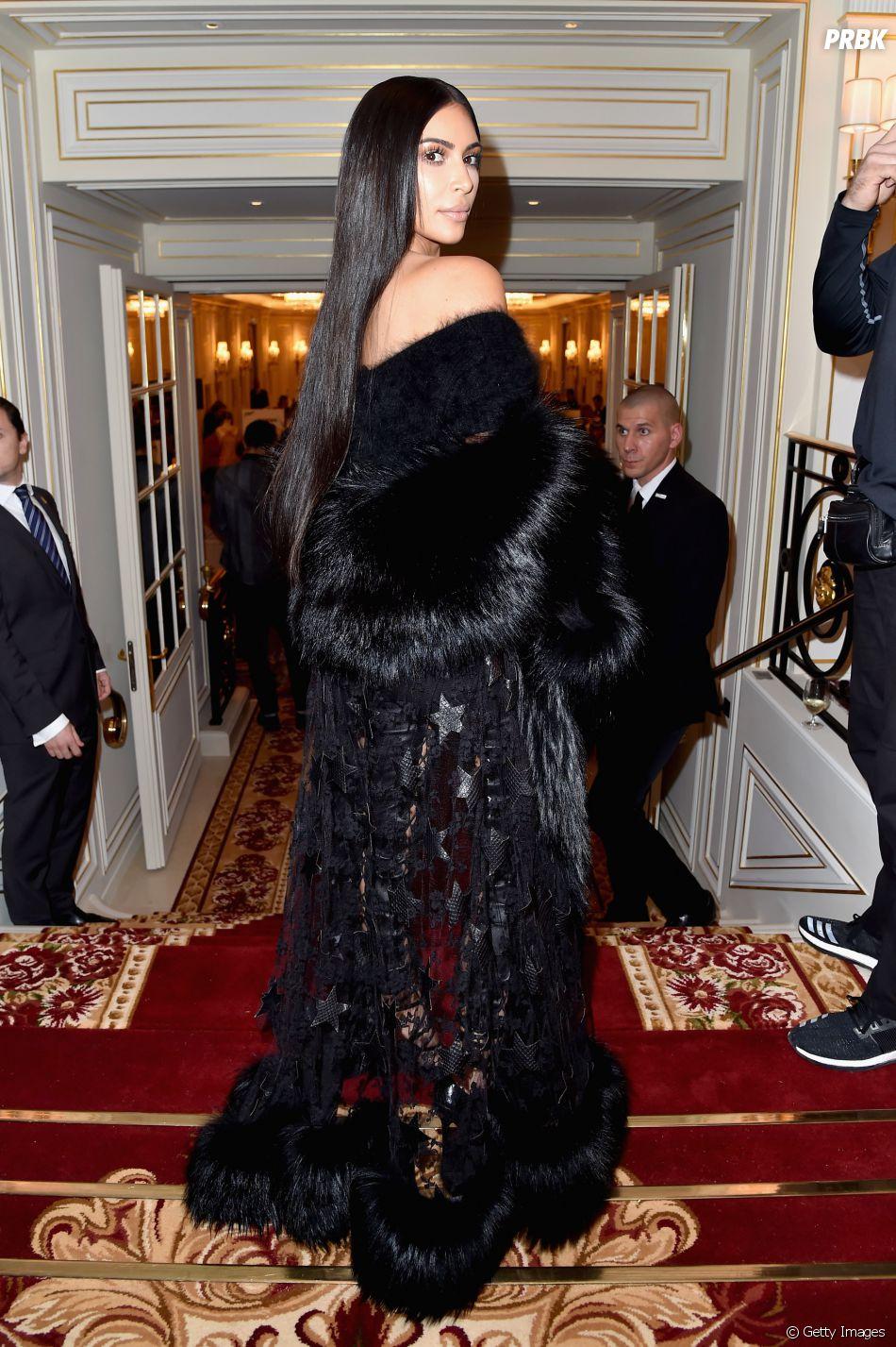 Kim Kardashian foi roubada pelos dois homens, após ser mantida refém e imobilizada por fita adesiva