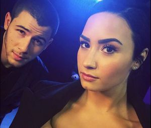 "Demi Lovato e Nick Jonas falam sobre a ""Future Now Tour"" em vídeo inédito do canal da gata"