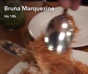 Bruna Marquezine provou especiarias do Líbano!
