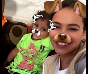 Bruna Marquezine e menino se divertem com filtro do Snapchat