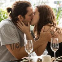 """Novela """"Rock Story"""": Gui (Vladimir Brichta) fica balançado após beijo de Júlia!"""