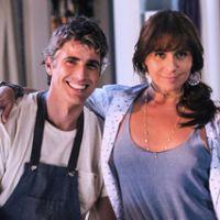 """Na novela """"Em Família"""": Clara confessa para Cadu que ama Marina"""