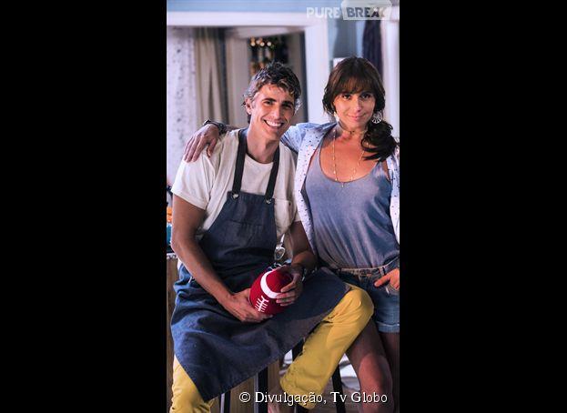 """Na novela """"Em Família"""", Clara (Giovanna Antonelli) conta o que sente para Cadu (Reynaldo Gianecchini)"""