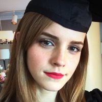 "Emma Watson, estrela de ""Harry Potter"", comemora formatura na faculdade!"