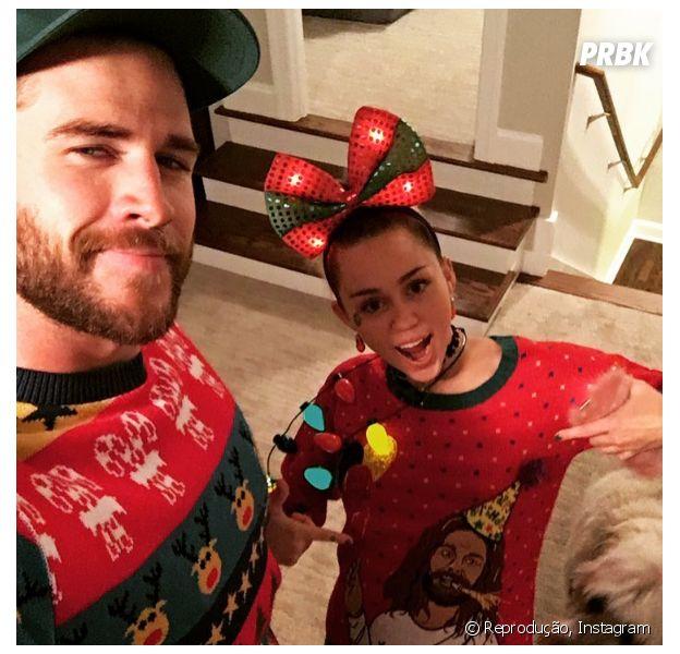 Miley e Liam Hemsworth posaram para uma série de selfies enquanto se divertiam no Natal