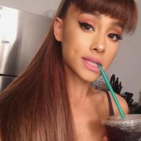 """Ariana Grande se revolta com atitude de fã e desabafa sobre desrespeito no Twitter: """"Me senti mal"""""""