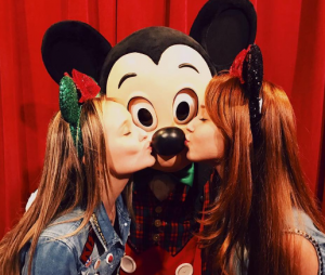 Larissa Manoela foi uma das celebridades que aproveitaram para curtir muito a Disney em 2016