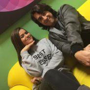 """Novela """"Carinha de Anjo"""": Juju (Maisa Silva) faz entrevista com o youtuber Felipe Castanhari"""