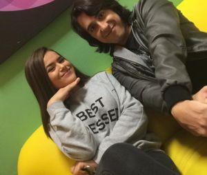 """Juju (Maisa Silva) faz entrevista com Felipe Castanhari em """"Carinha de Anjo"""", novela do SBT"""