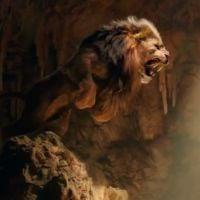 "Novo trailer de ""Hércules"" traz ""The Rock"" enfrentando criaturas mortais"