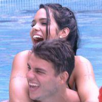 """Do """"BBB 17"""": Antônio se declara para Mayara na piscina após primeiro beijo: """"Química fora do normal"""""""
