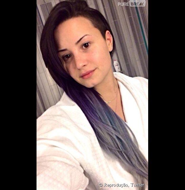 Demi Lovato aparece sem maquiagem às 4h da manhã