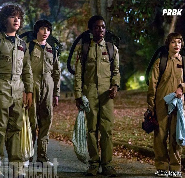 "Em ""Stranger Things"": Dustin (Gaten Matarazzo), Mike (Finn Wolfhard), Lucas (Caleb McLaughlin) e Will (Noah Schnapp) aparecem em nova foto promocional da série!"