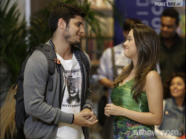 """Na trama de """"Em Família"""", André (Bruno Gissoni) vai beijar Bárbara (Polliana Aleixo)"""